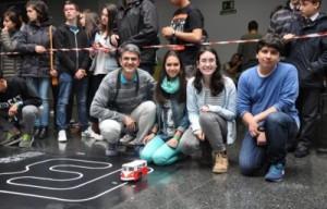 Delia, Elsa e Santi do IES A Sangriña da Garda acompañados polo docente Antonio Lomba