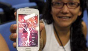Ana, moza costarricense que elaborou unha app de axuda a aprendizaxe como parte dun proxecto de fomento da achega das mulleres ao eido TIC / Imaxe: ONU Women - Sula Batsú/Natalia Vargas