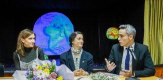 Ana Ulla Miguel no acto de entrega do Premio Muller Científica do Ano 2020 no IES Val Miñor de Nigrán